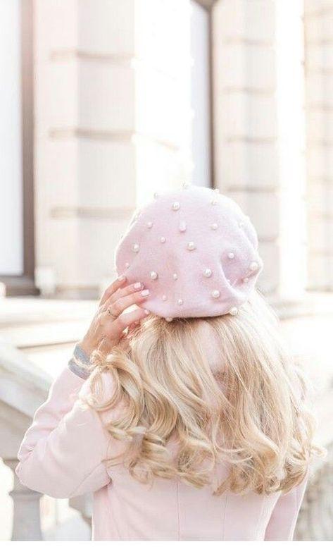 Pink hat, blonde hair - Miladies.net