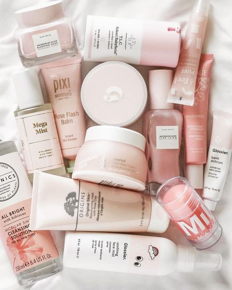 Glossier Favorites Instagram 上的 Mandy Ferrugia:「 New pink skincare to add to the collection! #SaturdaySkingiftedme their new Waterfall Glacier Water Cream to try out, and it's honestly the… 」