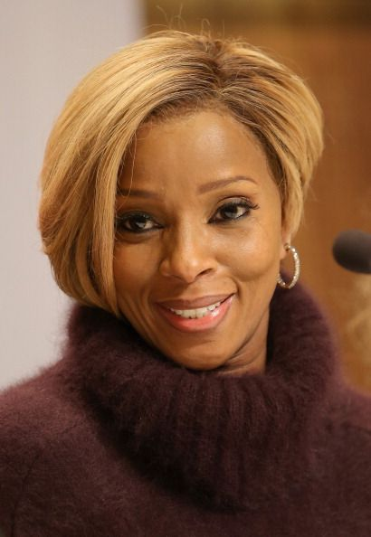 Singer Mary J Blige Looks On During The 20th Annual Nobel Peace Prize Concert Description From Blackhair About Com I Hair Styles Short Sassy Hair Sassy Hair