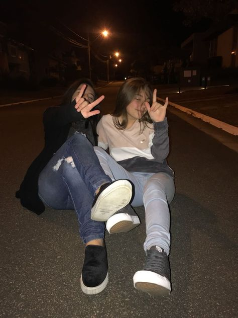 #bestfriends #amigas #tumblr #friends #girls #diversão #love #night #inspiration #inspiração