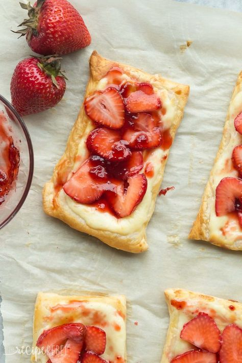 Easy Strawberry Cream Cheese Danish Recipe - uses puff pastry and fresh strawberries, making it the ultimate quick summer dessert! Great as a brunch treat too! Puff Pastry Desserts, Puff Pastry Recipes, Dessert Simple, The Recipe Rebel, Cream Cheese Danish, Cream Cheese Pastry, Pan Relleno, Easy Summer Desserts, Recipes