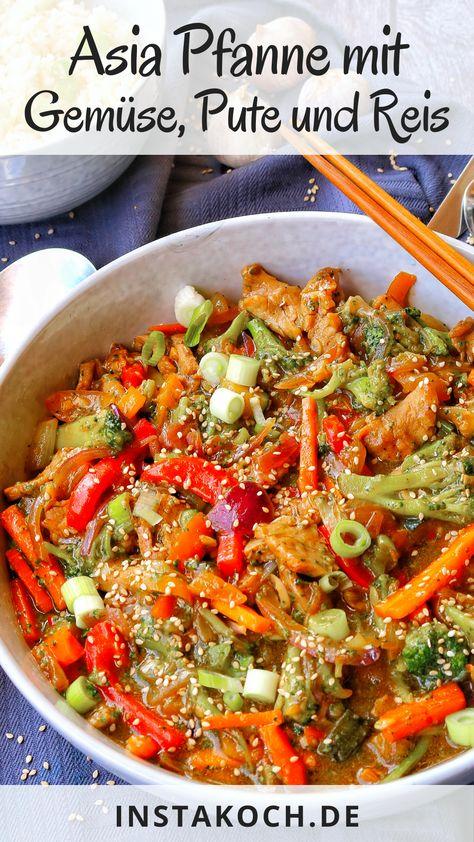 Diese leckere Asia Pfanne mit Gemüse, Putenbrust und Reis ist leicht, gesund und schnell auf den Tisch gezaubert. Mein einfaches Rezept ist mit frischen Zutaten zubereitet, kalorienarm und absolut köstlich. Auch lecker mit Hähnchenbrust. #aisanudeln #asiapfanne #leichteküche #pute #hähnchen
