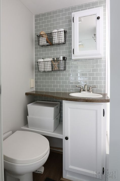 Beautiful master bathroom decor some ideas. Modern Farmhouse, Rustic Modern, Classic, light and airy master bathroom design tips. Bathroom makeover suggestions and bathroom remodel suggestions. Campolina, Camper Bathroom, Bathroom Interior, Condo Bathroom, Relaxing Bathroom, Camper Makeover, Makeover Tips, Bathroom Renovations, Bathroom Ideas