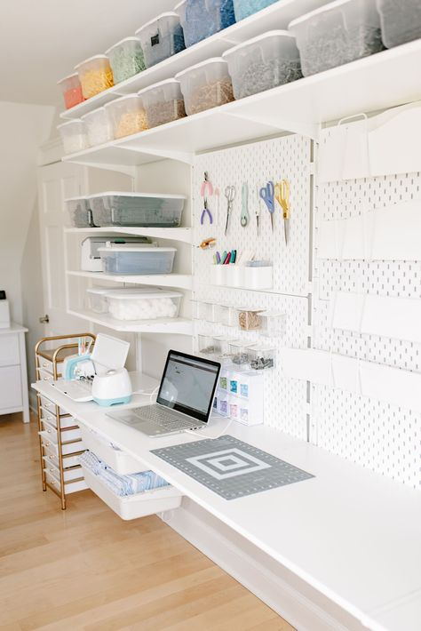 Cricut Work Station Organization Desk by Baby Blossom Company Small Sewing Rooms, Small Craft Rooms, Sewing Spaces, Craft Room Desk, Cricut Craft Room, Sewing Room Organization, Home Office Organization, Bedroom Crafts, Cubicle Makeover