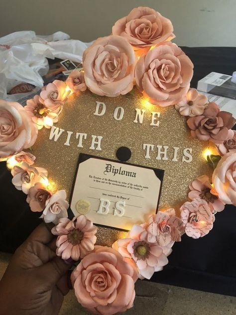 Graduation Poster Ideas Discover 20 Best Graduation Cap Ideas For College Students - Christina Bee Check out this list of graduation cap ideas to make for your graduation. There are some really creative graduation cap designs for all interests! Funny Graduation Caps, College Graduation Pictures, Graduation Cap Toppers, Nursing School Graduation, Graduation Cap Designs, Graduation Cap Decoration, Graduation Diy, Graduate School, Decorated Graduation Caps