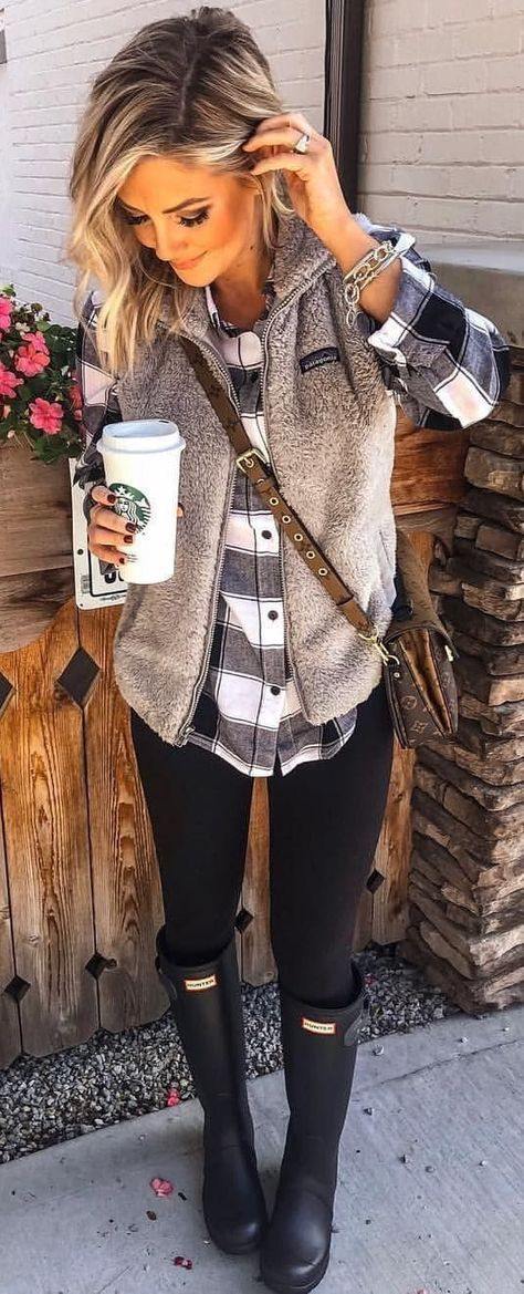 New Clothes Winter Style Leggings Ideas Picture For Women Sweater outfits For Your TasteYou are looking for something, and it is going to tell you exactly what you are looking for, and you didn't find that picture. Komplette Outfits, Legging Outfits, Leggings Fashion, Trendy Outfits, Fashion Outfits, Fashion Trends, Leggings Outfit Winter, Ladies Fashion, Leggings Style