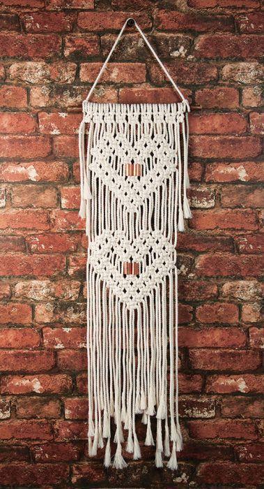 Ces Astuces Et Idees Deco Te Permettront D Economiser De Creer Un Bel Espace Qui Te Ressemb Macrame Wall Hanger Macrame Patterns Macrame Wall Hanging Patterns
