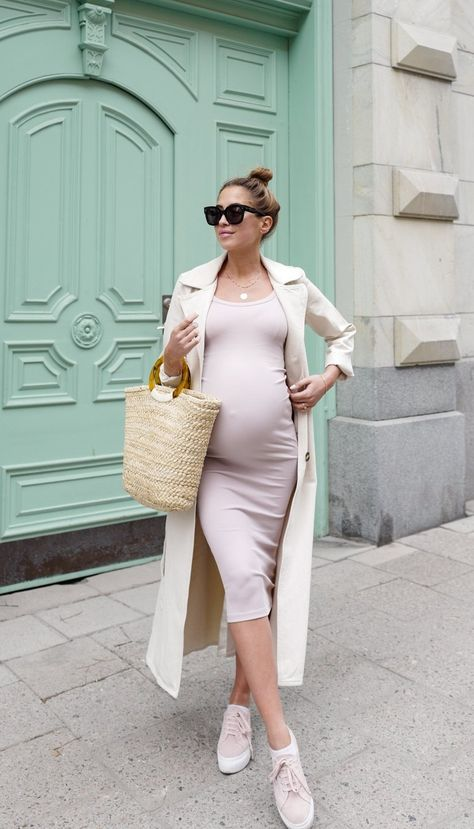 Cute Pregnancy Outfits for summer: casual summer pregnancy outfits. If you're looking for pregnancy outfits classy, pregnancy outfits casual or pregnancy outfits dressy, they'll all be here! And what's more, I've even added pregnancy outfits spring and summer pregnancy outfits dresses into the mix. Shortly put - whatever type of casual maternity outfits summer you're looking for, you'll find them here! #pregnancyoutfits #summerpregnancyoutfits #maternityoutfits #dresses #maternityoutfitssummer