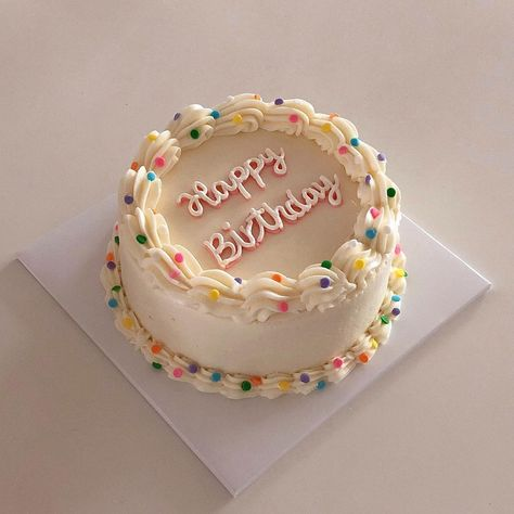 soft aesthetic tones of coffee, Pretty Birthday Cakes, My Birthday Cake, Pretty Cakes, Birthday Cake Decorating, Mini Cakes, Cupcake Cakes, Rodjendanske Torte, Korean Cake, Cute Desserts
