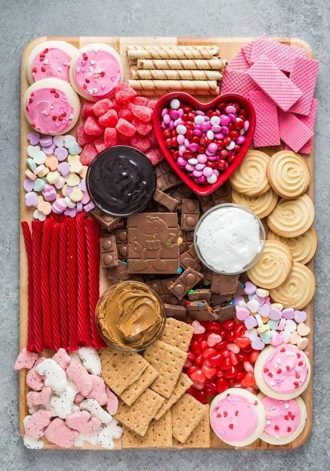 Day Ideas for your Girls Valentines' Day Dessert Charcuterie Board with Chocolate and Cookies - Happy Valentines' Day or Cynical Schmalentine's Day! Galentine's Day Ideas for your Girls' Valentine's Day celebration on February Best Friend Forever BFF I Valentines Day Food, Valentines Baking, Valentine Desserts, Valentine Party, Valentine Treats, Holiday Treats, Holiday Recipes, Galentines Day Ideas, Deco Fruit