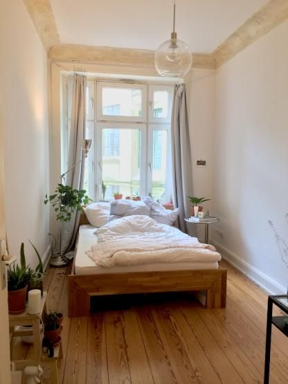 Mein Zimmer Ist Mit 14 Qm Nicht Super Gross Allerdings Ist Zu Bedenken Dass Die Wohnung Mit 100 Qm Sehr Grosszugig Ausges Wg Zimmer Altbau Schlafzimmer Wohnung