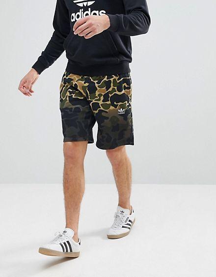 adidas Originals – CE1546 – Grüne Shorts mit Military Muster