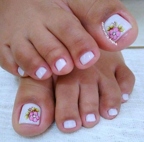 Ideas and Inspiration of decorated toenails, the best photos