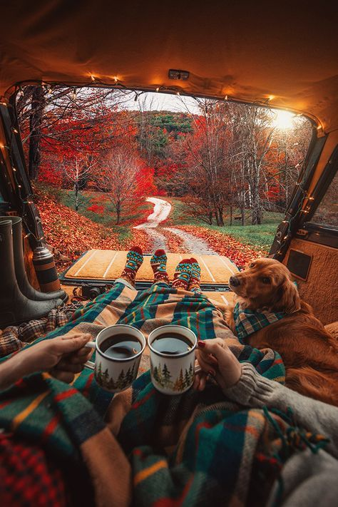 Tag a friend you want to take with you on cozy coffee adventures this Fall! Photo by -𝙛𝙤𝙡𝙡𝙤𝙬 for more daily camping, outdoors and adventure content. Camping Car, Camping Life, Camping Ideas, Couples Camping, Lake Camping, Camping Coffee, Camping Stove, Costco Camping, Wyoming Camping