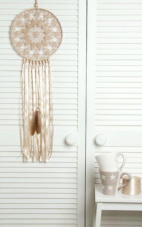 Large Beige Doily Dream Catcher, Crochet Doily Dreamcatcher, boho style, wedding decorations, wall hanging, wall decor, handmade dreamcatcher, lace dreamcatchers, stylish design. SIZES: Beige Dream Catcher - diameter of the hoop:-10 12 ( 25 - 30 cm ) - height : 26 - 30 ( 65 - 75
