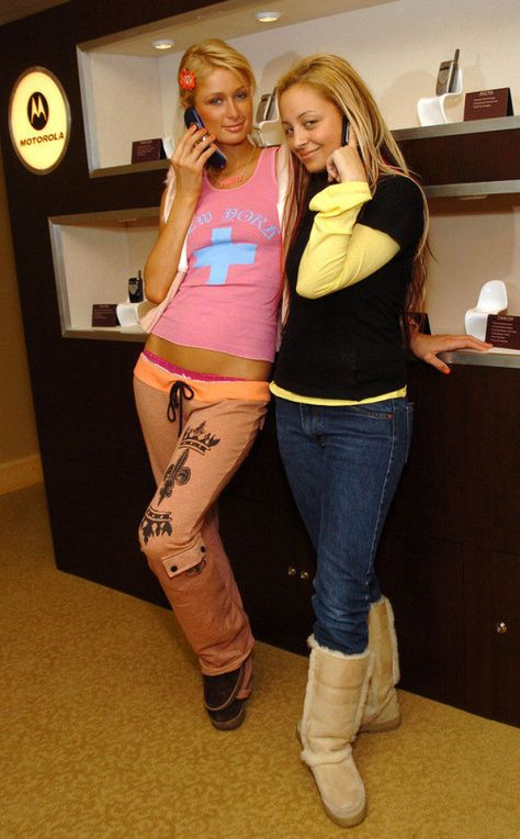 18 WTF Moments In Paris Hilton And Nicole Richie's Friendship