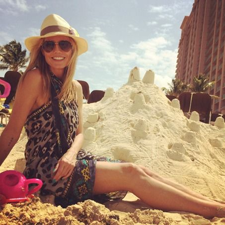 With a simple scarf, you might just be able to master Heidi Klum's vacation style...  Learn more at http://www.focusonstyle.com/fashion/heres-can-look-like-heidi-klum-beach/