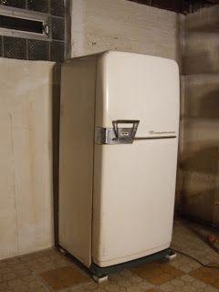 Mid Century Chicago 1950 S Frigidaire Refrigerator Height 59 Width 27 Depth Including Handle 27 5 Refrigerator Frigidaire Refrigerator Frigidaire