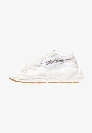 Sneakers basse white | Versace, Felpa e Scarpe adidas