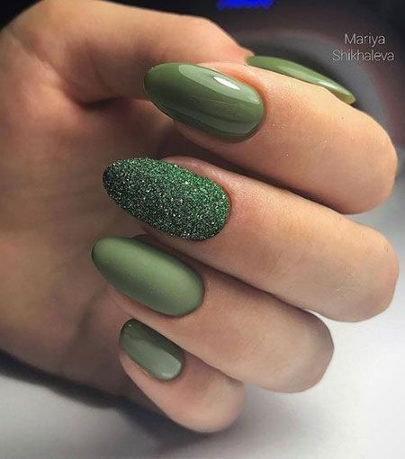 33 Outstanding Emerald Green Nails Art Designs For You In 2020 Oval Nails Designs Green Nail Art Pretty Nail Art Designs
