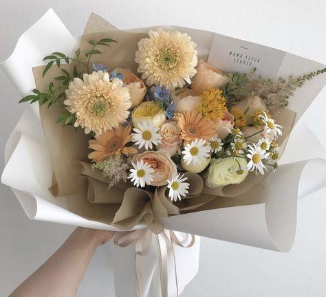 Flowers Nature, My Flower, Fresh Flowers, Pretty Flowers, Flower Aesthetic, Flower Designs, Diy Gifts, Floral Arrangements, Planting Flowers