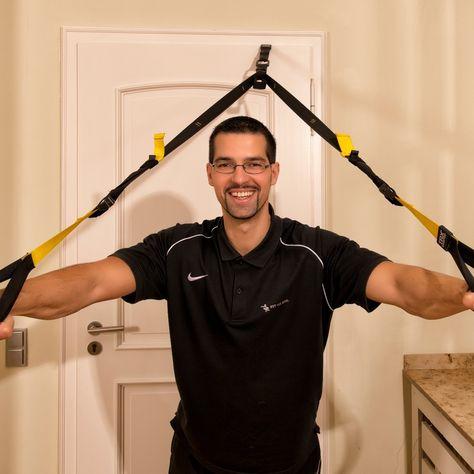 Sascha Endres ist u.a. Experte für Rücken-Fitness, das Funktionelle Training, die Betriebliche Gesundheitsförderung, Faszien Fitness und alles was mit Ernährung zu tun hat. Profitieren Sie von seiner 14 jährigen Berufserfahrung in der Fitnessbranche, davon mittlerweile 10 Jahre als selbstständiger Personal Trainer und Lifestylecoach. Mehr über Sascha auf Fitiba.de