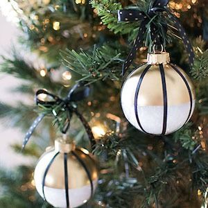 75 Diy Ornaments That Ll Take Your Tree To The Next Level Black Christmas Decorations Diy Christmas Ornaments Easy Gold Christmas Decorations