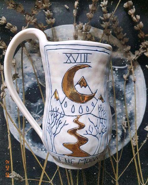 #tarotart #tarotcard #themoontarot #themoon #moonwitch #witchyaesthetic #witchyvibes #witchyhomedecor #ceramic #porcelain
