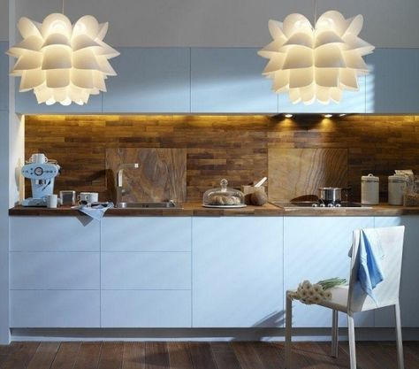 Küchenrückwand holz fliesen weiße küchenfronten glasscheiben - glasrückwand küche beleuchtet