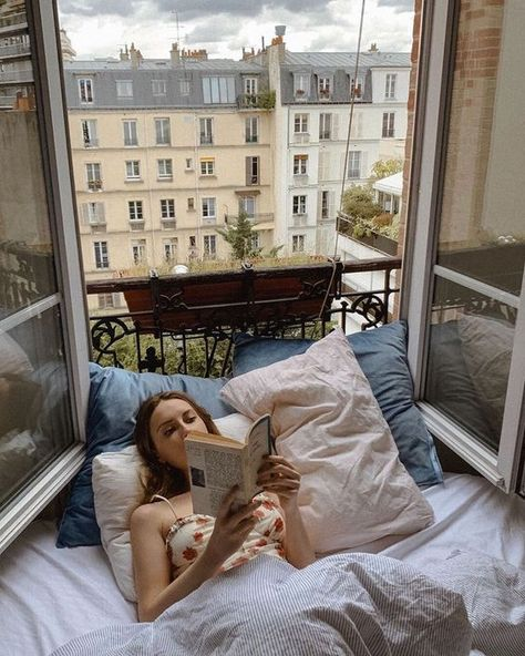 English country decor parisian apartment small bedroom, parisian apartment balcony, old parisian apartment, parisian apartment appartement parisien, jeanne damas h