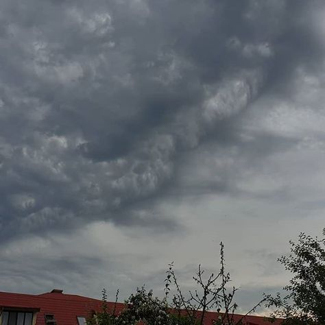 Stormy skies #urban #nature #storm #clouds #sky #independenceday #rain #dangerzone #incoming...  Stormy skies #urban #nature #storm #clouds #sky #independenceday #rain #dangerzone #incoming #mymood #instaclouds #instapic #picoftheday