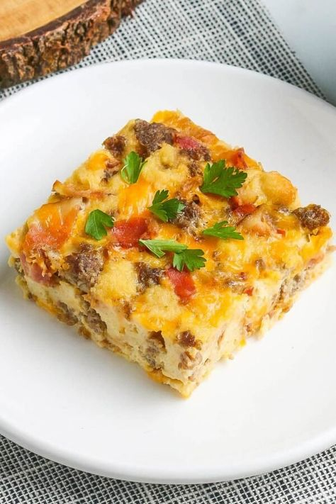 This Overnight Bacon and Sausage Breakfast Casserole is quick to make & easy to bake in the morning. Loaded with eggs, meat and cheese, plus a cheesy top! #BreakfastCasserole #EasyBreakfastIdeas #BreakfastIdeas #OvernightBreakfastCasserole #BreakfastSausage #ChristmasBreakfast