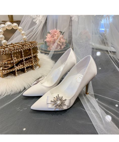 Elegancka Kosc Sloniowa Buty Slubne 2020 Satyna Perla Rhinestone Kokarda 9 Cm Szpilki Szpiczaste Slub Czolenka Stiletto Heels Ivory Wedding Shoes Heels