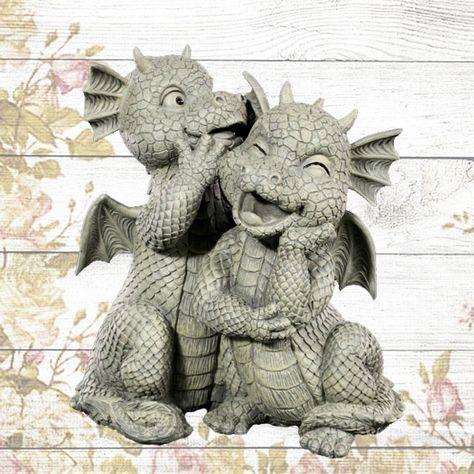 Einfach Suss Dieses Giggelnde Drachenpaar Sorgt Im Garten Direkt Fur Gute Laune Drachen Gartenfigur Gartenfiguren Drachenzeichnungen Keltischer Drache