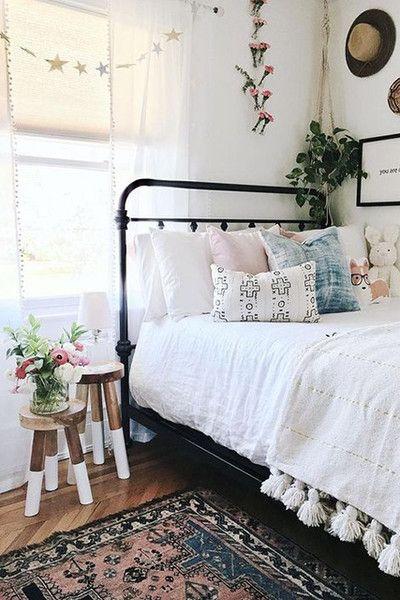 Statement Rug The Most Popular Dorm Room Trends According To Pinterest Photos Room Inspiration Dorm Room Decor Apartment Decor