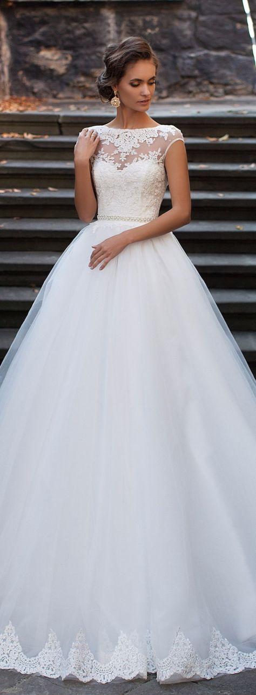Robe de mariée Milla Nova : princesse avec de la dentelle, décolleté illusion