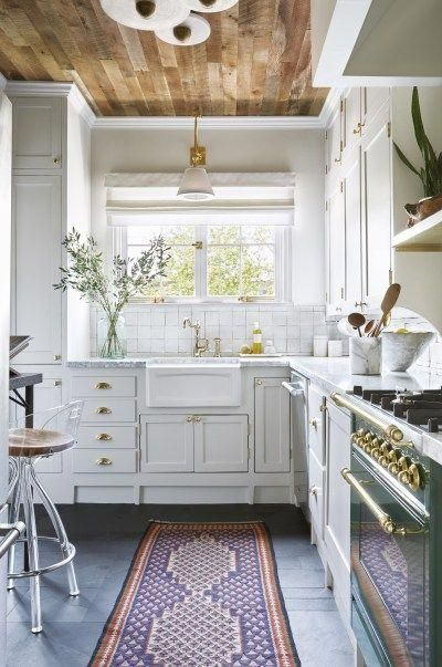 This Designer Put Wood Ceilings In Her Kitchen And We Re Obsessed Kitchencabinets Kitchen Style Kitchen Cabinet Trends Kitchen Remodel