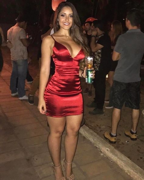 Hot girls in uber-tight dresses are making mouths water : theCHIVE