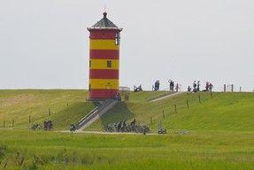 Heiraten In Ostfriesland Seit 2004 Finden Die Standesamtlichen Trauungen Auf Dem Pilsumer Leuchtturm Sta Wattenmeer Standesamtliche Trauung Hochzeit Am Strand