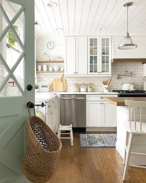 Beautiful Farmhouse Kitchen Cabinet Makeover Ideas (45 | Farmhouse ...