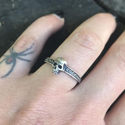 Little skull ring – Theethjewelry