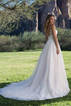 Pin By Bridal Extraordinaire On B E Sweetheart With Images Wedding Dresses Fantasy Wedding Dresses Top Wedding Dresses