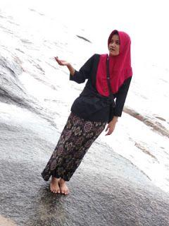 Pin Di Hijab Pesta