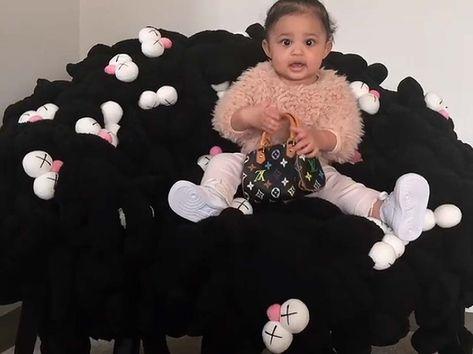 b02fe890d Kim Kardashian regala a sus hijas y sobrinas bolsos de Louis Vuitton ...