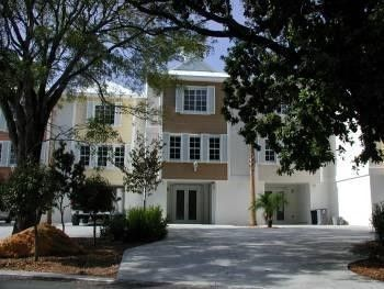 Front View Of Villa Vacation Rental Key Largo Vacation Rentals Oceanfront