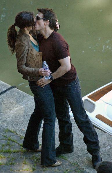 Tom Cruise - Celebrities Kissing