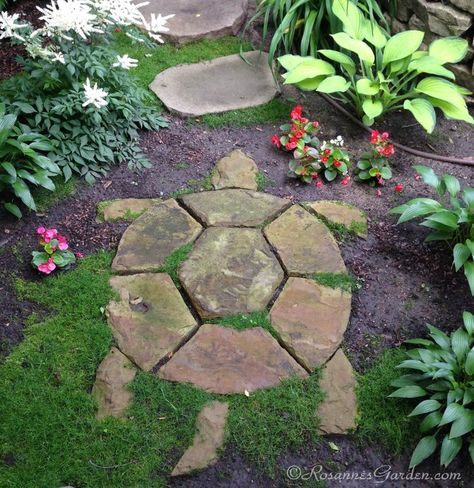 Turtle Stepping Stone in a Cottage Garden Path - ~~Garden~~Imagine the unexpected delight when you stumble (figuratively speaking) across this charming turtle on a garden path. Whether you can call it garden whimsy or you call it garden art, it almos Garden Whimsy, Garden Cottage, Garden Yard Ideas, Lawn And Garden, Cool Garden Ideas, Rock Garden Art, Backyard Ideas, Garden Front Of House, Rock Garden Design