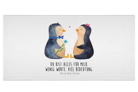 50 x 100 Handtuch Pinguin Pärchen aus Kunstfaser  Natur - Das Original von Mr. & Mrs. Panda.  Dieses wunderschöne Handtuch von Mr. & Mrs. Panda hat die Größe 50 x 100 cm und ist perfekt für dein Badezimmer oder als Badehandtuch einsetzbar.    Über unser Motiv Pinguin Pärchen      Verwendete Materialien  Die verwendete sehr hochwertige Kunstfaser ist langlebig, strapazierfähig und abwaschbar und wird von uns per Hand bedruckt. Es handelt sich um ein besonders schönes und leichtes Material, welche