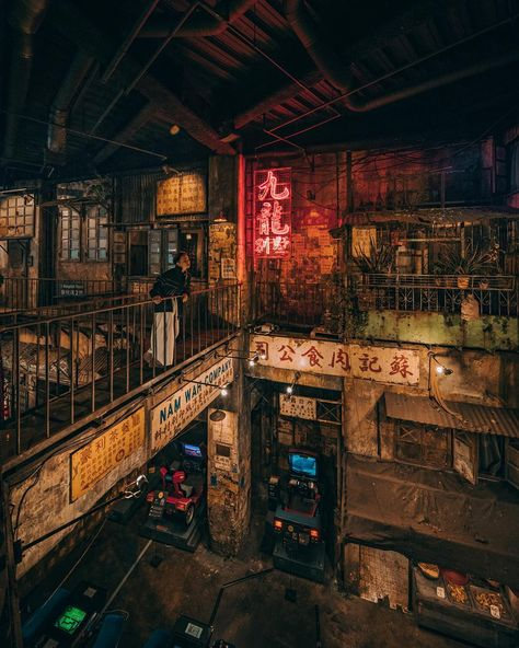Kowloon Walled City, Cyberpunk City, Aesthetic Japan, City Aesthetic, Kowloon Hong Kong, Las Vegas Hotels, Slums, City Photography, City Streets