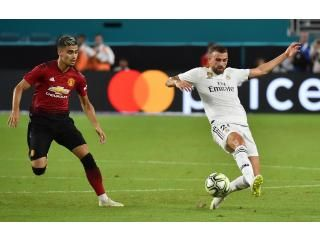 Love Seeing The Players Going After The Ball This Hard Great Playing Premierleague Soccer Football Picksparlays Premier League League Soccer